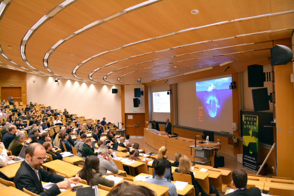 Picture of the plenary room